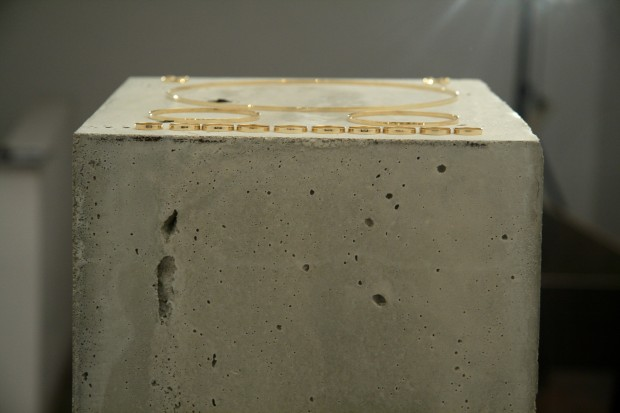 OBELISCUS, concrete, playwood, gold