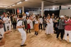 32a Bienal—Mbamba Mazurek, Performance de Iza Tarasewicz com o grupo Cachuera na 32a Bienal de São Paulo. 08/09/2016. © Leo Eloy/ Estúdio Garagem/ Fundação Bienal de São Paulo