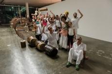 32a Bienal—Mbamba Mazurek, Performance de Iza Tarasewicz com o grupo Cachuera na 32a Bienal de São Paulo. 08/09/2016. © Leo Eloy/ Estúdio Garagem/ Fundação Bienal de São Paulo.